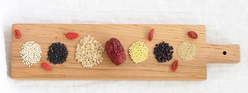 味は4種類 薬膳食材、棗とスーパーフードをミックス。棗の効果効能を使っている。なつめいろの玄米となつめのグラノーラはとても美味しい。ミネラル・ビタミンB群・たんぱく質・食物繊維がたっぷり、冷え性や貧血や更年期・PMSに良い。