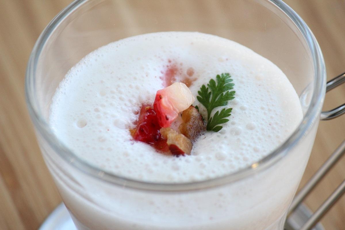 なつめとイチゴの甘酒ホットスムージーの画像