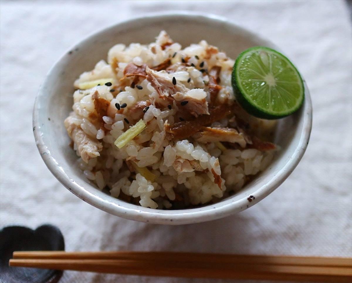 秋刀魚と梅干しの炊き込みご飯の画像