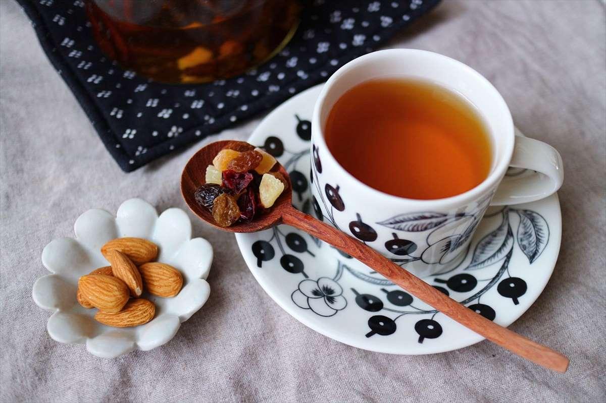 ドライフルーツと紅茶の画像