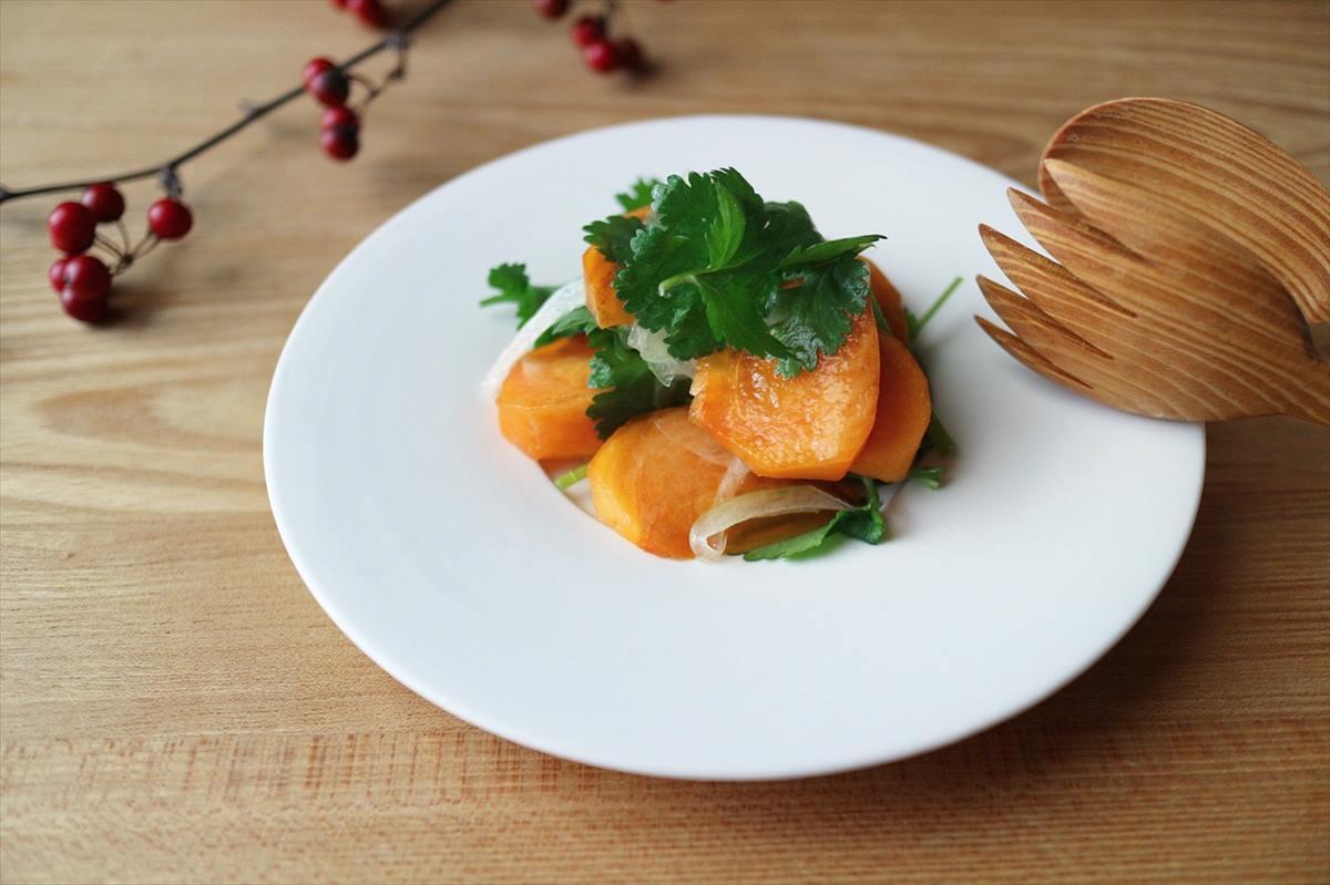 柿とパクチーのサラダ