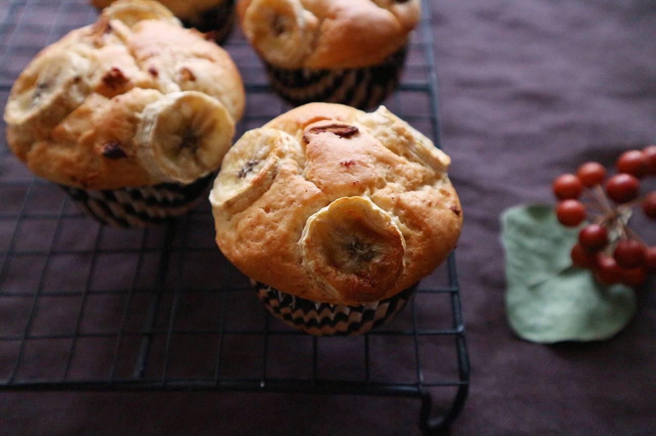 バナナとなつめチップの米粉マフィンの画像