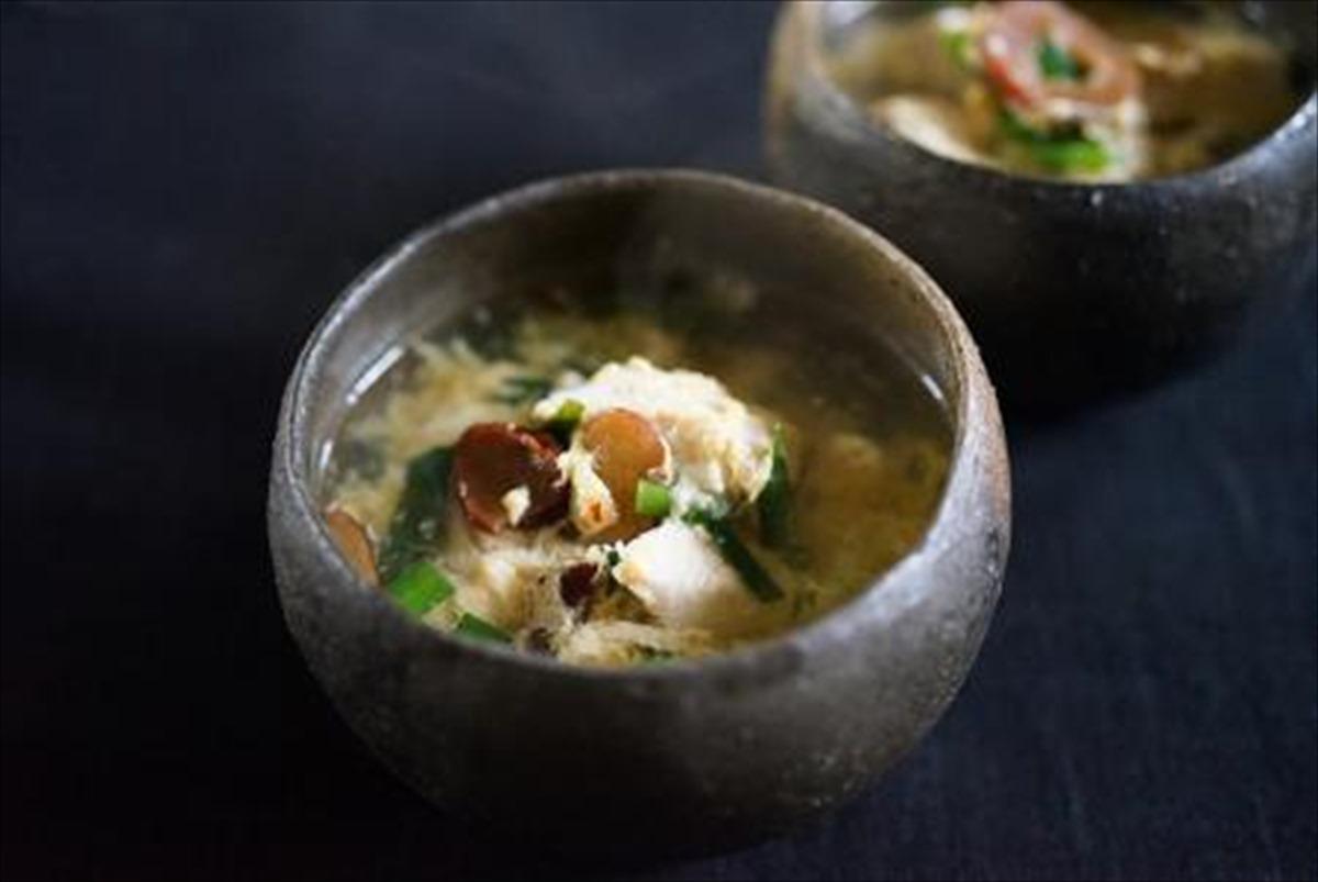 鶏肉とニラの中華スープ