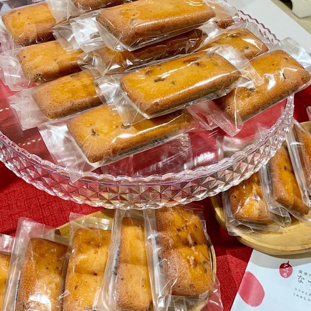 なつめいろのフィナンシェは、バター・生はちみつ・なつめを縛ったエキスを使ったリッチな焼菓子です